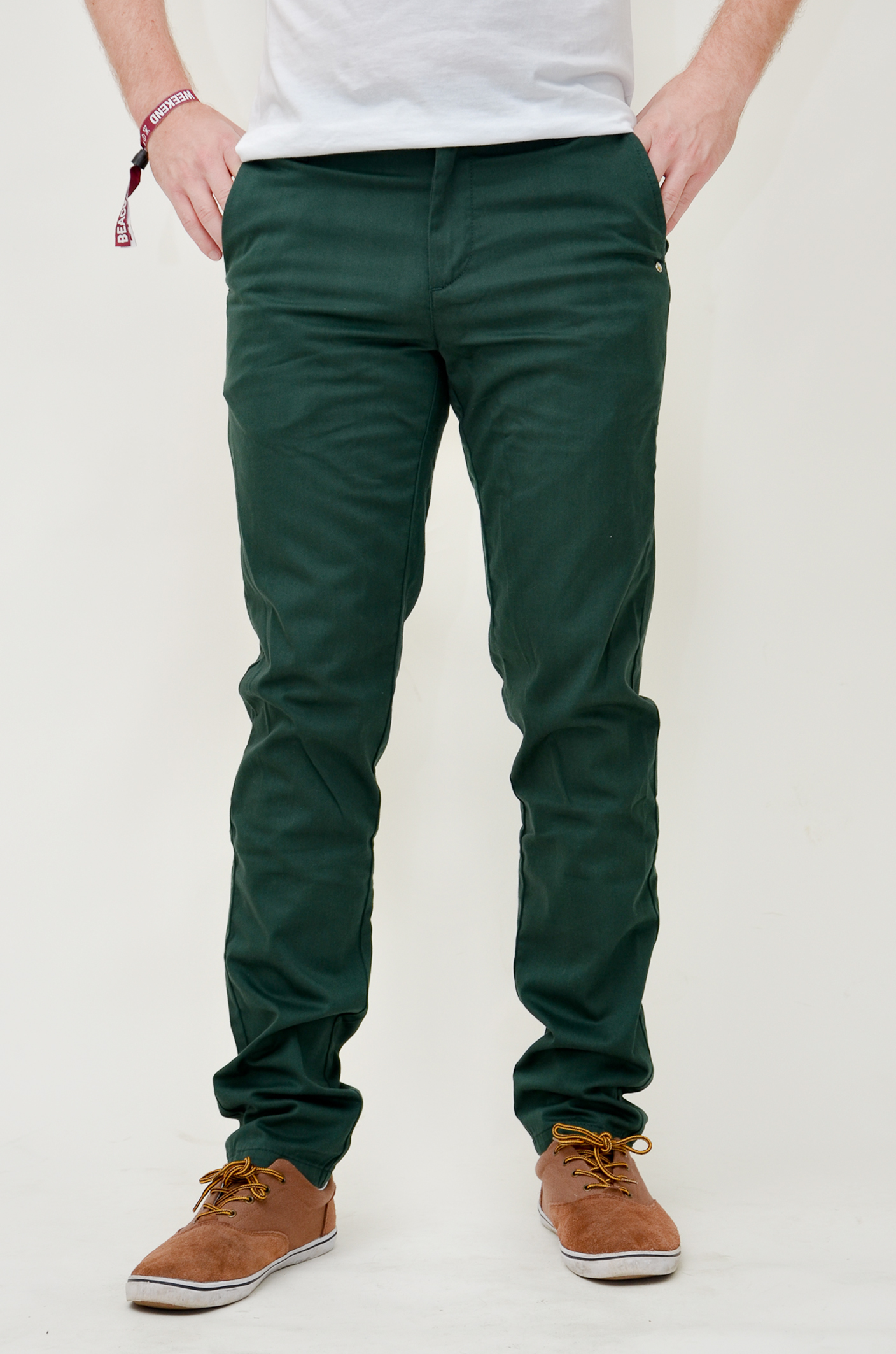 Green and Olive Pants Inspiration. Olive green is one of the colors of this Fall season. It's a great color to buy if you are looking for some new chinos. Try this seasonal color out by pairing with more earthy tones (brown, rust) or darker colors (navy) to help tame it .